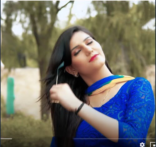 sapna chaudhary photo in open hair and blue suite